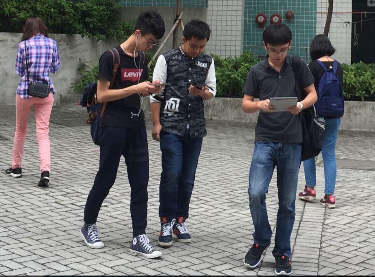 pessoas no smart phone